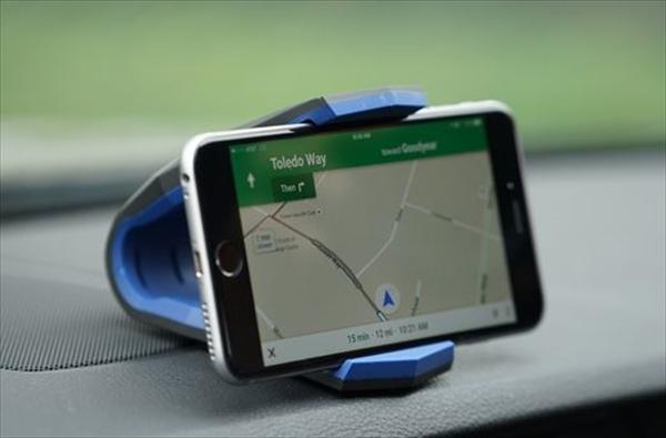 利便性を追求した車載ホルダーをレクサスに取付ける