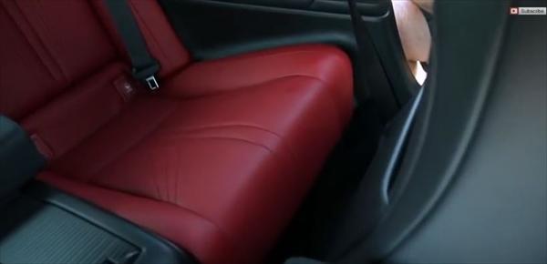レクサスRCの後部座席のスペースを見てみる