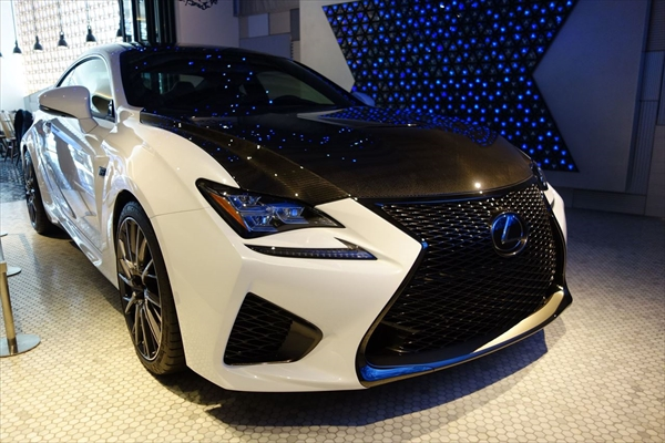 INTERSECT BY LEXUS TOKYO にてカーボンモデルのRCFが展示中