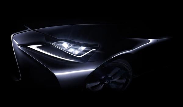 NewヘッドライトデザインがマイナーチェンジのISに採用?