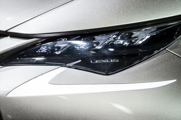 レクサスLF-SAのヘッドライト部分