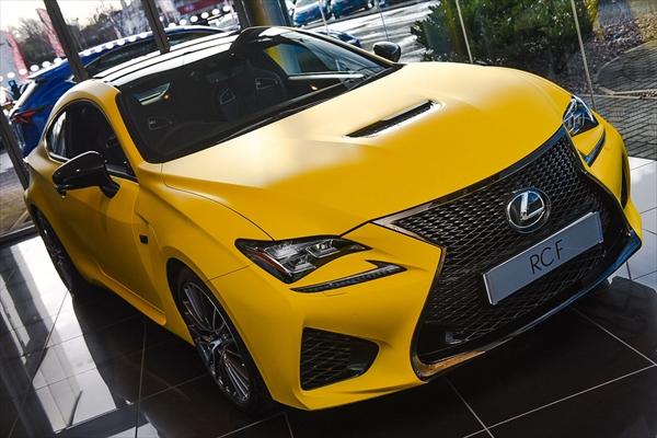 真っ黄色なレクサスRCF
