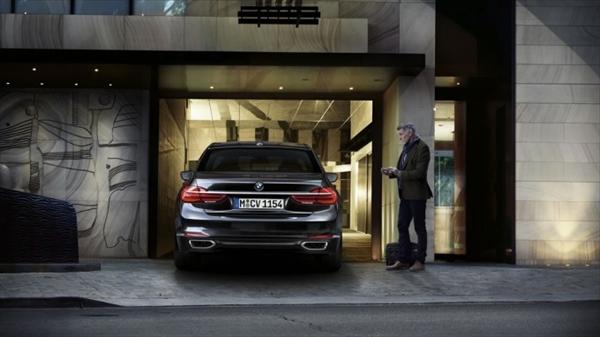世界初!BMW7シリーズに自動駐車システム搭載。レクサスLSには搭載されるのか?