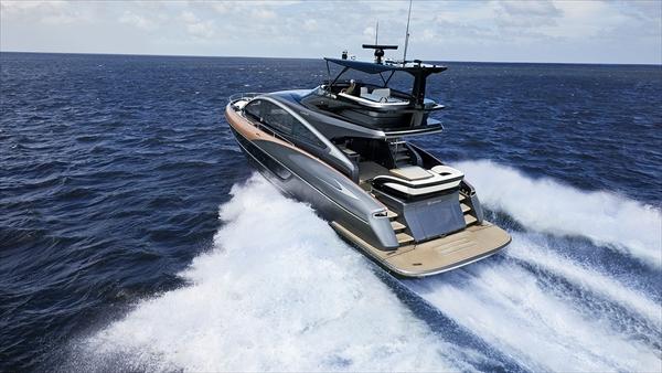 海を走るレクサス LY650発売。価格は4億越え